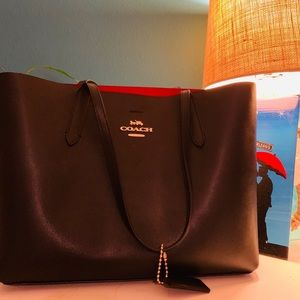 Handbags - Coach leather tote